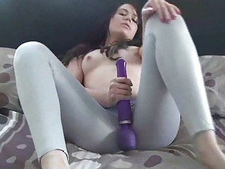 lady squirts over her leggings