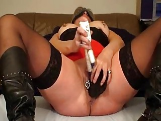 mrspaarira  german mature babe enjoys with 2
