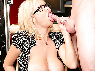 Hot Secretary Gets Fucked And Creampied By Boss