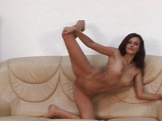 super arse brunette amateur into beat