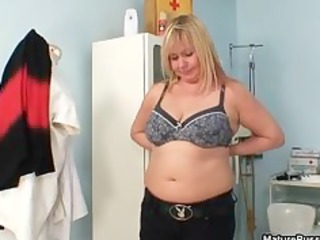 thick mom with big natural bossom gets part4